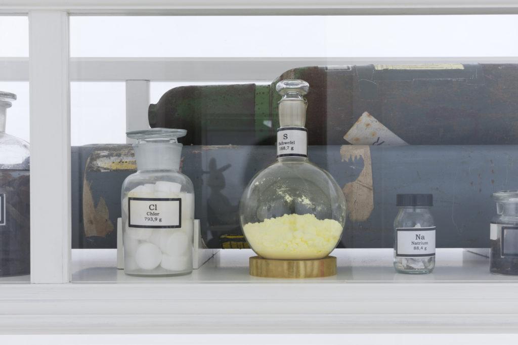 Simon Schubert KATALOG Schattenreich Museum Morsbroich Fotos%C2%A9Nadine Prei%C3%9F 9 1024x682 - Ode an das Zwielichtige - Simon Schubert