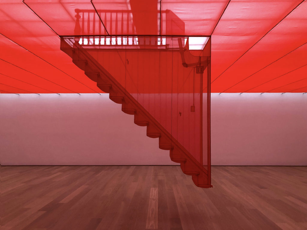 Treppe Seitlich 1024x768 - Die rote Treppe - Do Ho Suh