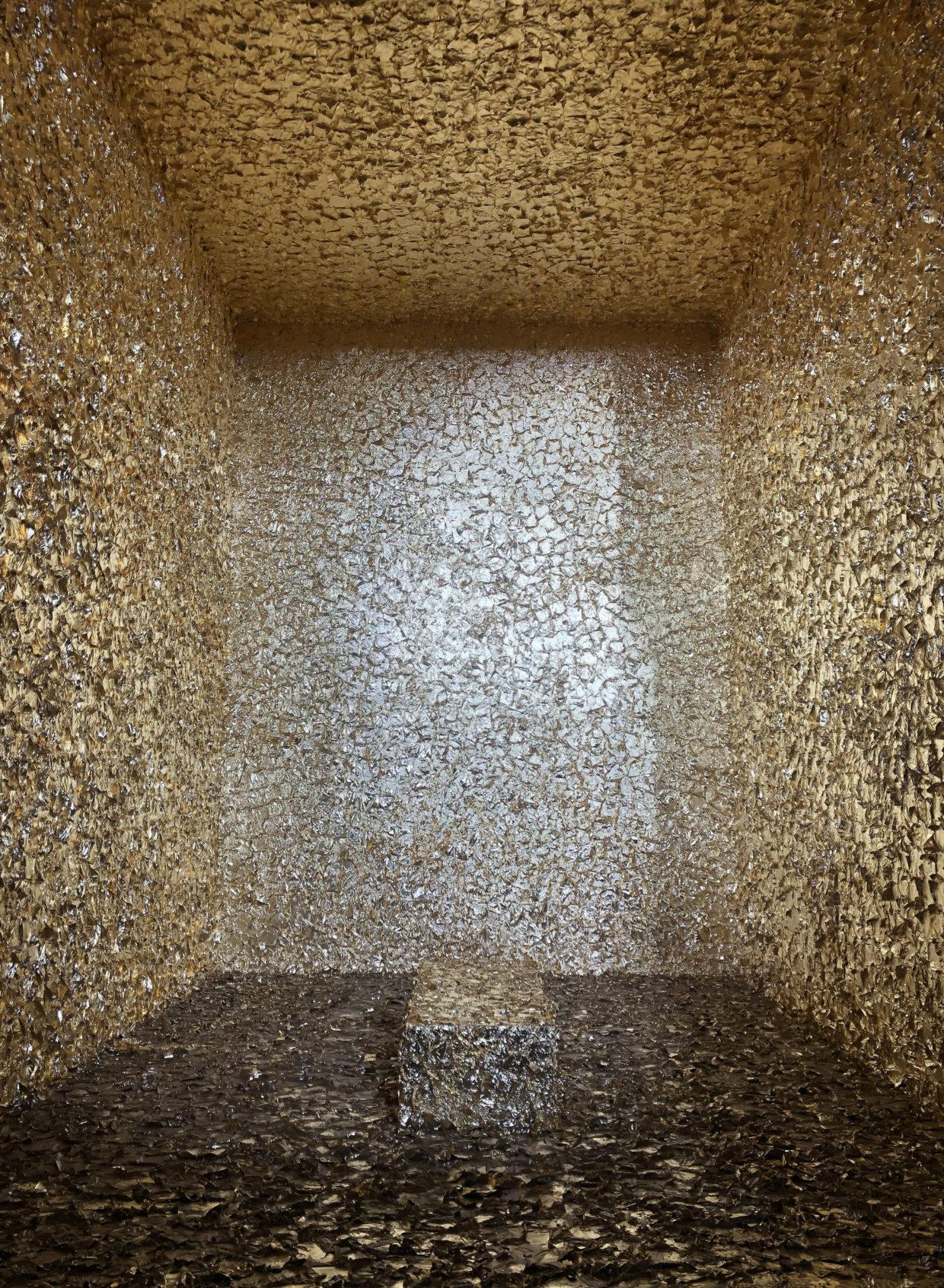 Das Bild zeigt einen vollständig mit Blattgold ausgekleideten Raum.